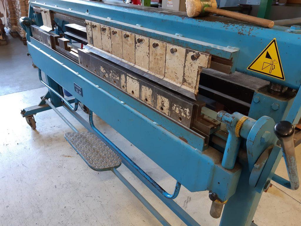 Piegatrice a settori Schetcl  disponibile piegatrice a settori marca Schetcl 1000 mm e 2000 mm lunghezza usate
